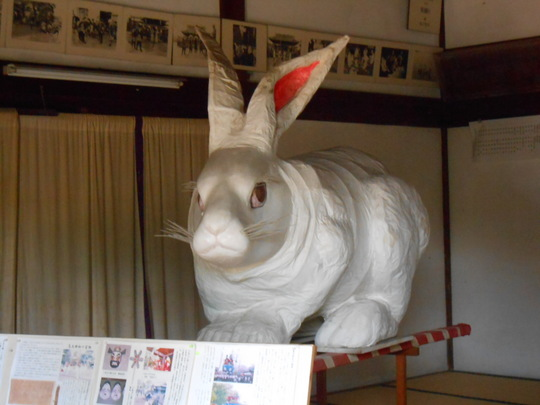 菟足神社 ウサギの御神輿.JPG